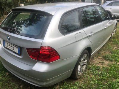 BMW 320 incidentata